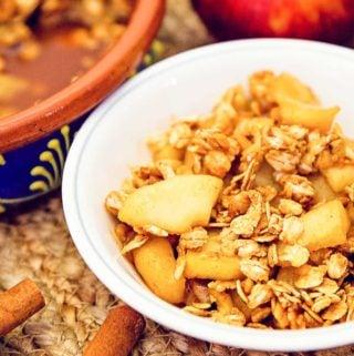 apple crisp, apple, recipe, vegan, vegetarian, whole food plant based, wfpb, gluten free, oil free, refined sugar free, no oil, no refined sugar, no dairy, dessert, sweets, dinner party, entertaining, simple, healthy