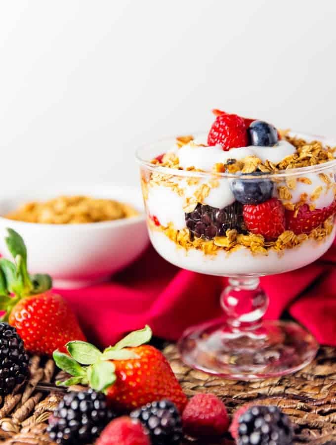 maple berry parfait, parfait, granola, vegan, vegetarian, whole food plant based, gluten free, recipe, wfpb, healthy, oil free, no refined sugar, no oil, refined sugar free, breakfast, dessert, snacks, easy, fast, quick, dairy free,