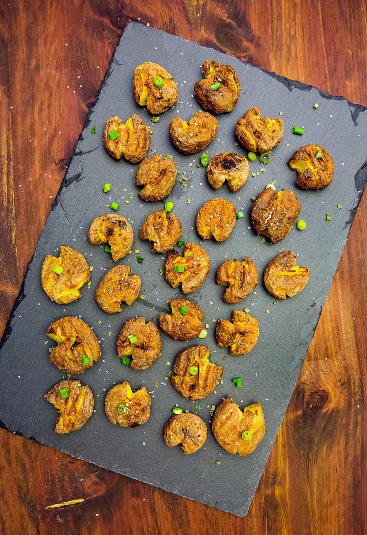 garlic smashed baby potatoes, garlic smashed potatoes, garlic potatoes, potatoes, vegan, vegetarian, whole food plant based, plant based, healthy, gluten free, oil free, no oil, garlic, baby potatoes, vegan recipe, vegetarian recipe, whole food plant based recipe, gluten free recipe, oil free recipe, vegan potatoes, vegetarian potatoes, whole food plant based potatoes, healthy potatoes, healthy recipe, easy, simple, entertaining, dinner, side dish, side, meals
