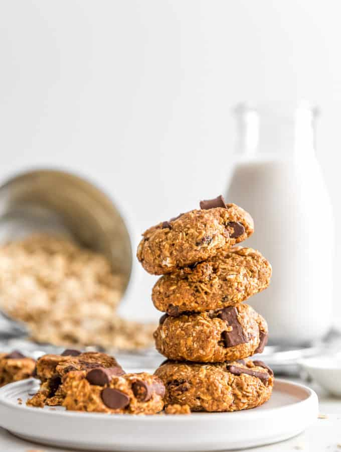 Old Fashioned Oatmeal Raisin Cookies, vegan cookie, vegan oatmeal cookies, vegan dessert, plant based, vegan, vegetarian, whole food plant based, gluten free, recipe, wfpb, healthy, healthy vegan, oil free, no refined sugar, no oil, refined sugar free, dairy free, chocolate, chocolate chips, oatmeal cookie, old fashioned cookie, easy cookie, treats, sweets, desserts