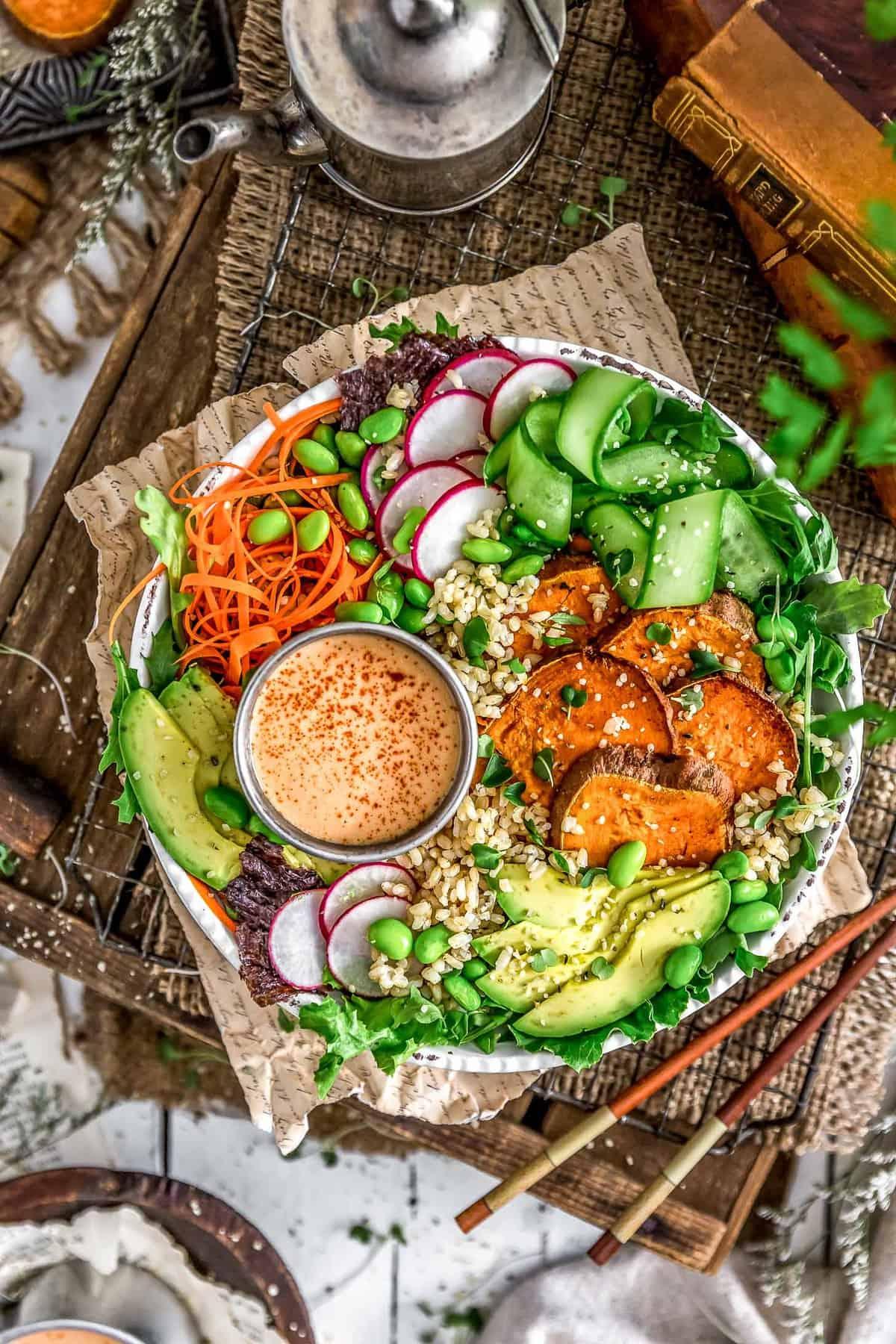 Vegan sushi bowl with yum yum dressing