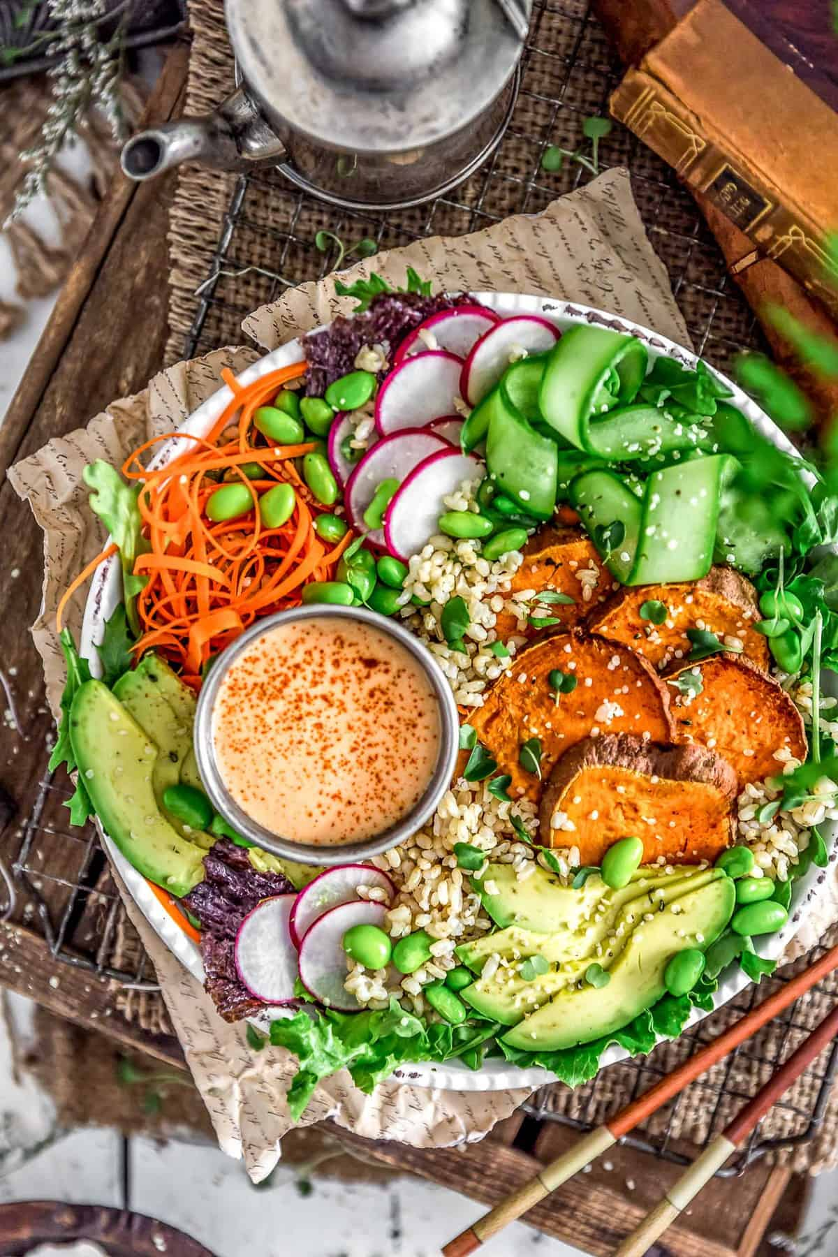 Vegan sushi bowl with yum yum dressing