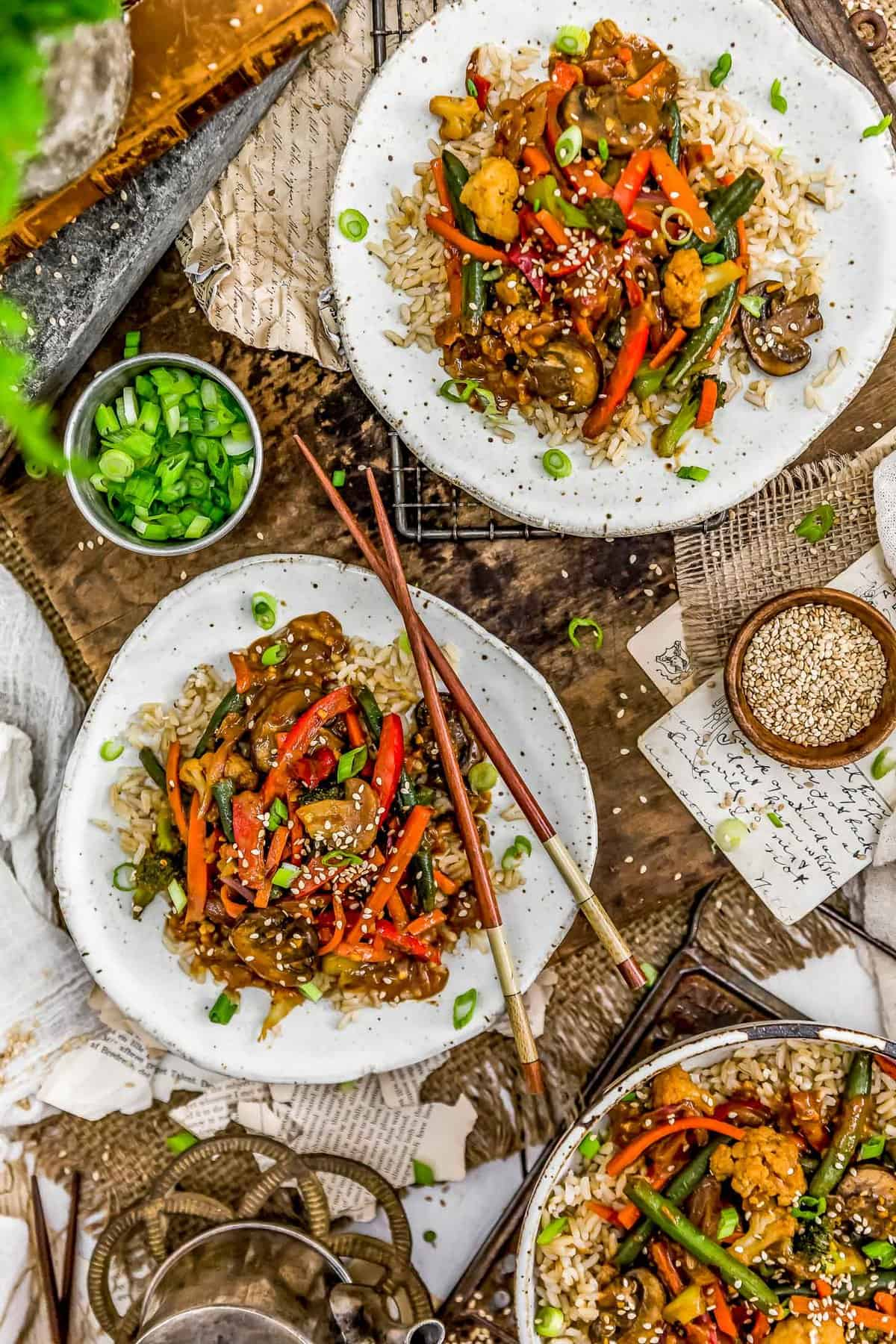Tablescape of Szechuan Veggie Stir Fry
