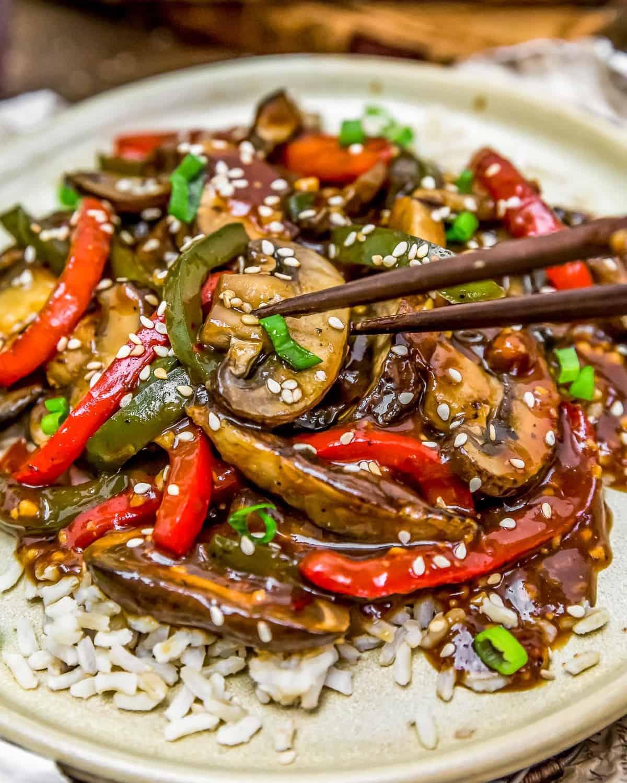 """Eating Vegan Chinese Pepper """"Steak"""""""
